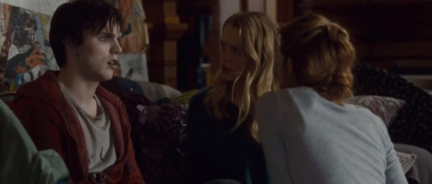 warm_bodies_review_r_julie_hoult_teresa_palmer_analeigh_tipton_love